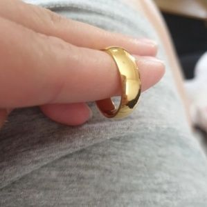 10kt Yellow Gold ring perfect fit unisex 5mm